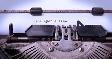 Inscription vintage fait par vieille machine à écrire, il était une fois Banque d'images - 28468724