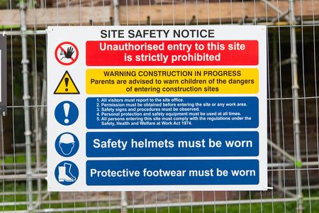 건설 징후, 그룹별로 격리 된 건설 현장, 건설 환경