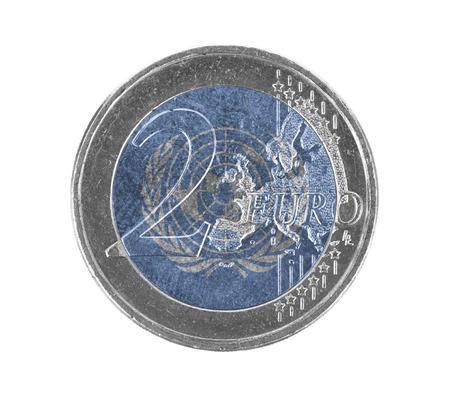 nazioni unite: Euro moneta, a 2 euro, isolato su bianco, la bandiera delle Nazioni Unite Archivio Fotografico