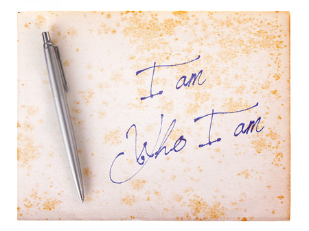 stylo: Old paper grunge background, white and brown - I am who I am