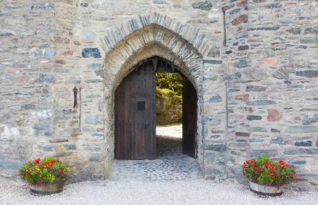 castello medievale: Porta di un vecchio castello medievale, Scozia
