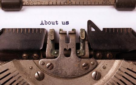 Inscription Vintage faite par vieille machine à écrire, à propos de nous Banque d'images - 32267837