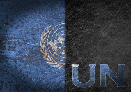 nazioni unite: Vecchio segno di metallo arrugginito con una bandiera e il paese sigla - Nazioni Unite