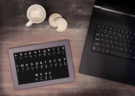 braille: Braille en una tableta, el concepto de imposibilidad, aspecto vintage