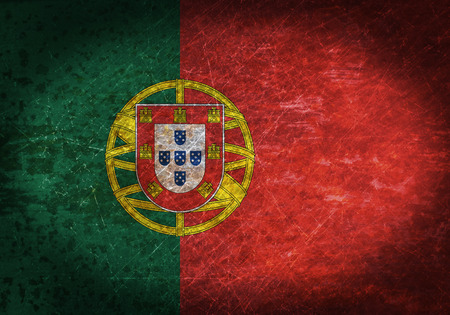 bandera de portugal: Vieja muestra de metal oxidado con una bandera - Portugal