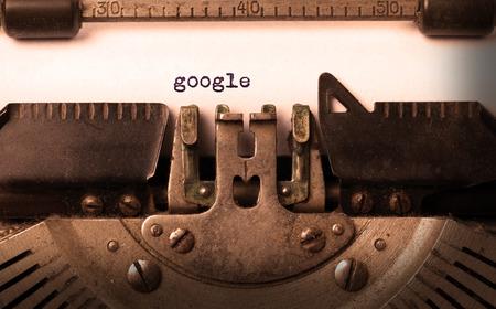 inscription Vintage faite par vieille machine à écrire, google