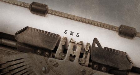 maquina de escribir: M�quinas de escribir antiguas, viejo y oxidado y utilizado, SMS