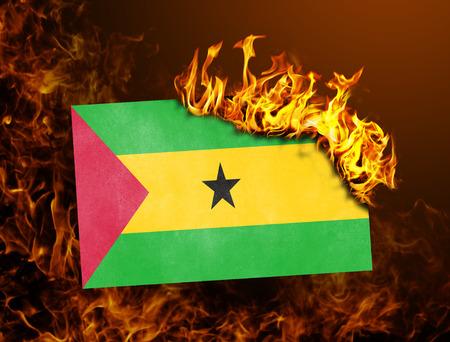 principe: La quema de la bandera - concepto de guerra o de crisis - Santo Tom� y Pr�ncipe