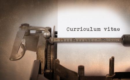 Inscripción de la vendimia hecha por la máquina de escribir vieja, Curriculum vitae Foto de archivo - 37635092