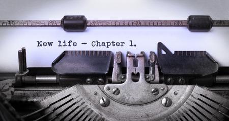 maquina de escribir: Inscripci�n de la vendimia hecha por la m�quina de escribir vieja, nueva vida, cap�tulo 1 Foto de archivo