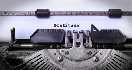 Close-up d'une machine à écrire vintage, vieux et rouillé, la gratitude Banque d'images