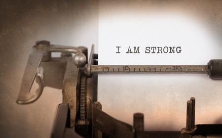 the typewriter: Inscripci�n de la vendimia hecha por vieja m�quina de escribir, yo soy fuerte