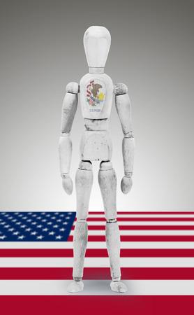 body paint: Antigua figura de madera de maniqu� con los Estados Unidos de Illinois Estado pintura corporal bandera Foto de archivo