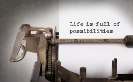 Vintage inscription faite par vieille machine à écrire, la vie est pleine de possibilités