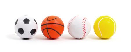 juguete: Las peque�as bolas de juguete aislados sobre fondo blanco Foto de archivo