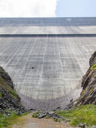 gravity: Presa Grande Dixence - Mundos m�s alta presa de gravedad - Suiza