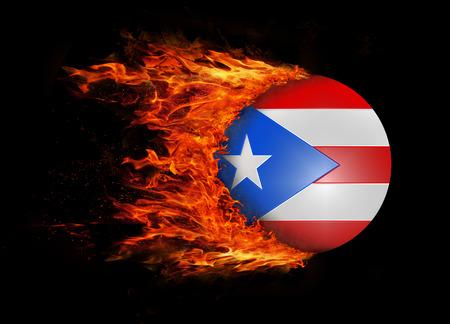 bandera de puerto rico: Concepto de velocidad - Bandera con una estela de fuego - Puerto Rico
