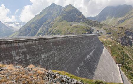 gravedad: Presa Grande Dixence - Mundos m�s alta presa de gravedad en Suiza