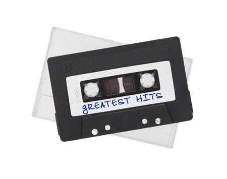 cinta de cassette audio de la vendimia, aislado en fondo blanco, más grandes éxitos