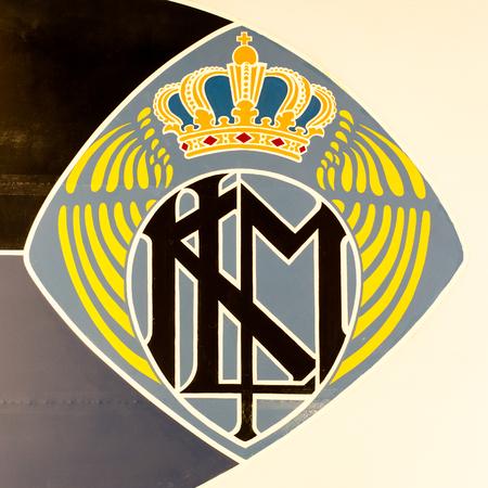 LELYSTAD, NEDERLAND - 9 JUNI; Vintage logo van het Nederlandse bedrijf van de Koninklijke Nederlandse Luchtvaart Maatschappij, opgericht in 1919.