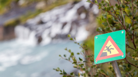 steep cliff sign: Green square sign - Warning for risk of falling