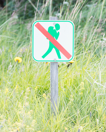 prohibido el paso: Prohibido caminar por aquí Iniciar Foto de archivo