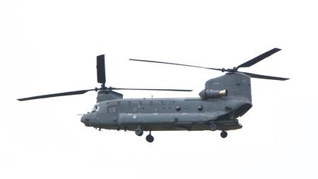 Juni 11、2016 年までにレーワールデンでデモ飛行中のアクションでのレーワールデン, オランダ - JUNI 11 2016: チヌーク CH 47 軍用ヘリコプター 報道画像