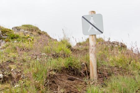 prohibido el paso: Prohibido caminar por aquí - muestra en Islandia