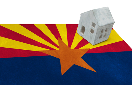 investment real state: Small house on a flag - Living or migrating to Arizona