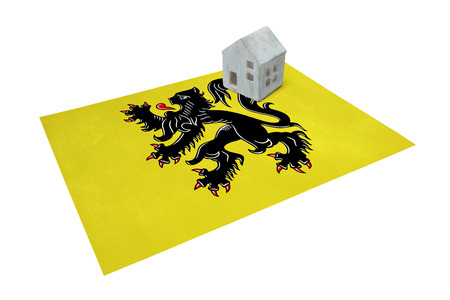 Small house on a flag - Living or migrating to Flanders