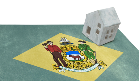 investment real state: Small house on a flag - Living or migrating to Delaware