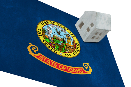 investment real state: Small house on a flag - Living or migrating to Idaho