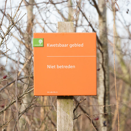 no time: Lauwersoog; tourist sign saying no entry (niet betreden). Nature park Stock Photo