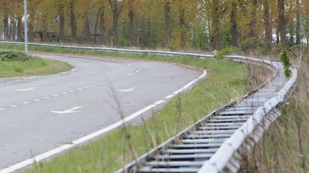 오랜 시간 동안 사용되지 않는 네덜란드의 버려진 도로 스톡 콘텐츠