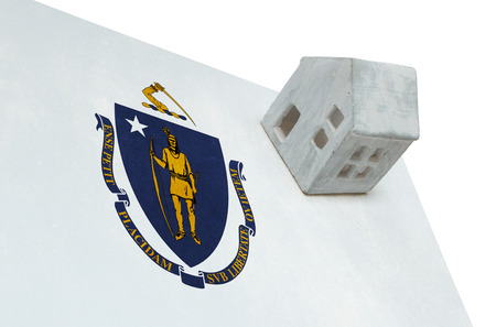 investment real state: Small house on a flag - Living or migrating to Massachusetts