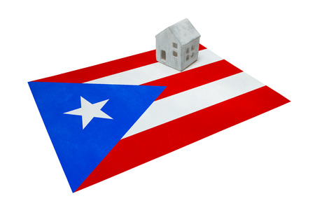 investment real state: Small house on a flag - Living or migrating to Puerto Rico