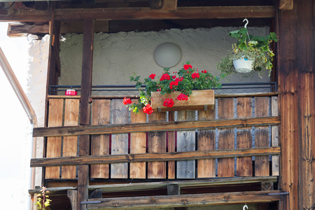 Balcony with blooming flowers at Austrian house - Alps Standard-Bild