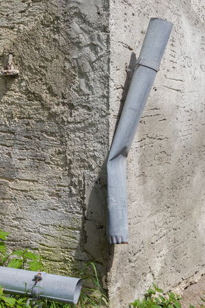 Gutter at an old Austrian house - Broken and unusable - Solution for rainwater