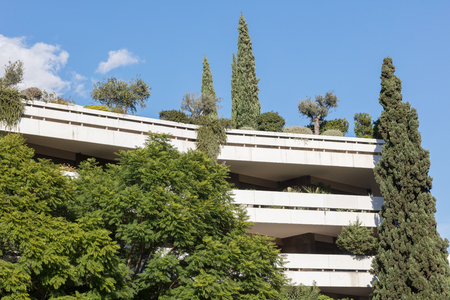 Block of flats in Athens - Covert in trees and plants