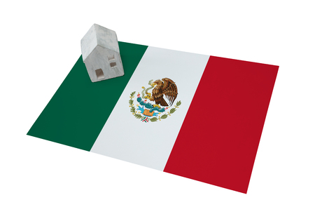 Small house on a flag - Living or migrating to Mexico