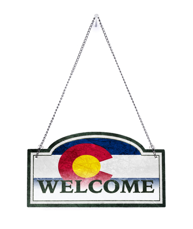 Colorado welcomes you! Old metal sign isolated on white Imagens - 121965287