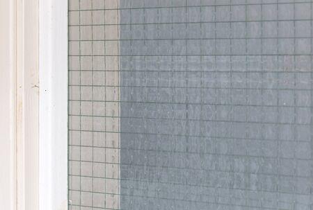 Verre renforcé filaire, mise au point sélective sur le fil