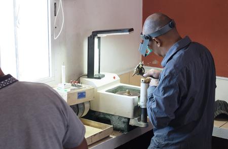 Malagasy gem cutter - Precious stone cutting industry