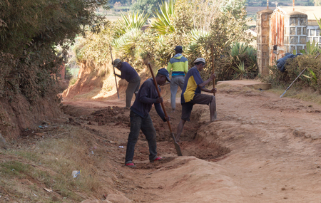 Fiadanana, Madagascar on july 27, 2019 - Men repairing a rural road in Fiandanana, Madagascar on july 27, 2019. Sajtókép
