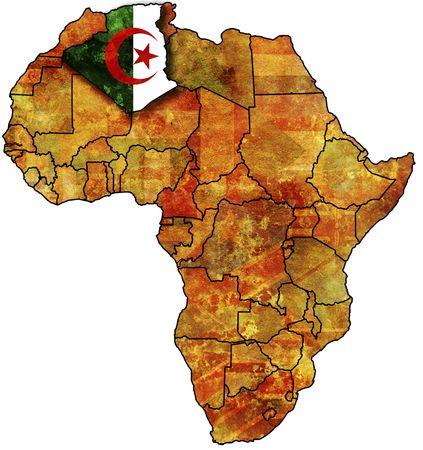 alger: alcuni molto vecchia mappa grunge con bandiera di algeria