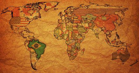 wall maps: Antiguo mapa pol�tico del mundo con la bandera de Brasil Foto de archivo