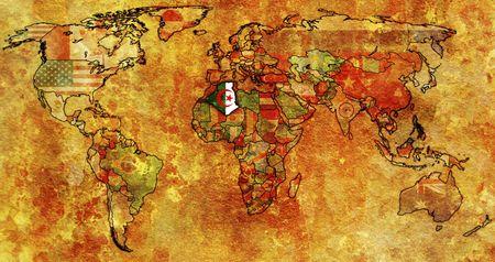 alger: vecchia mappa politica del mondo con bandiera di algeria  Archivio Fotografico