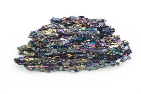 규소: detailed macro photo of Silicon carbide mineral isolated over white