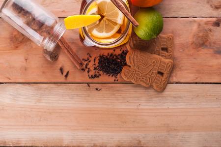 Foto van Hot gekruide thee in pot op houten tafel Stockfoto - 52262195