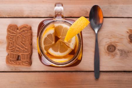 Foto van Hot gekruide thee in pot op houten tafel Stockfoto - 52262197